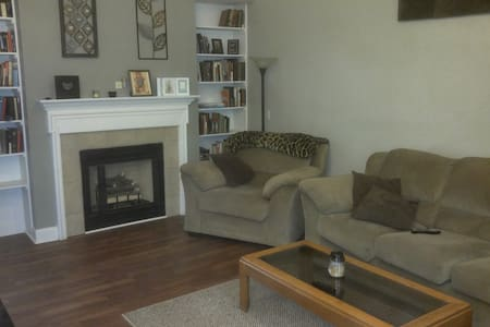 Beautiful 2 Bed, 2 Bath, House - Christiansburg - Дом