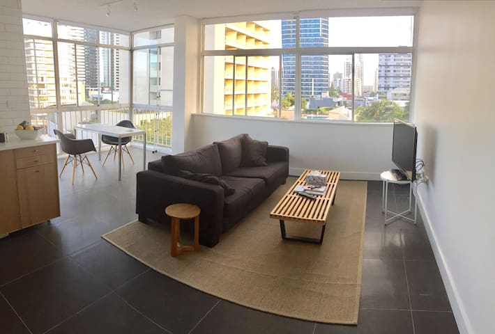 Modern apartment, central location! - Gold Coast - Apartment