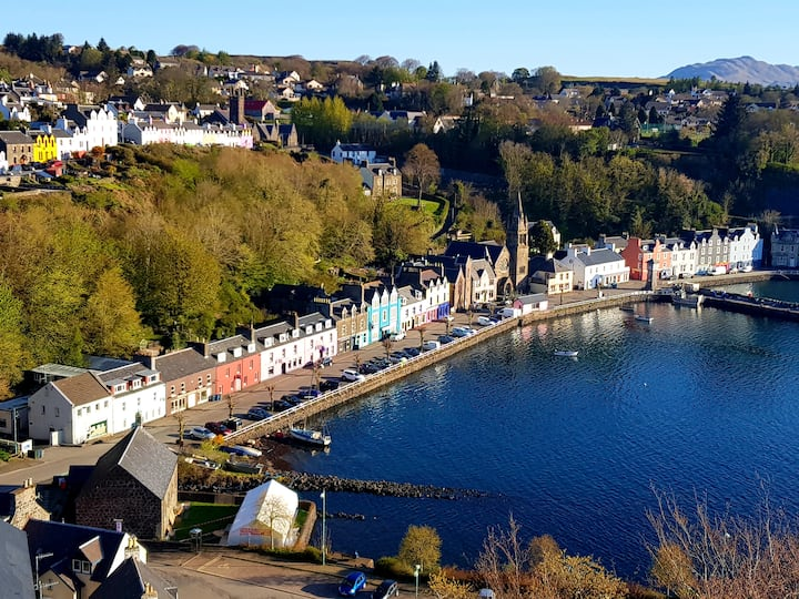 Kirk Cottage B&B is situated in upper Tobermory