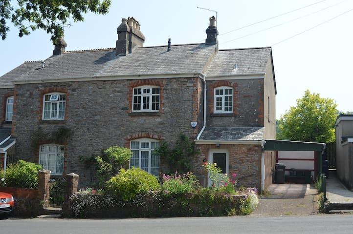PearTree Cottage Galmpton - Galmpton - House
