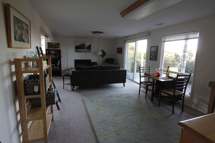 Private, Quiet Space w/ Water & Mountain Views - Gig Harbor - บ้าน