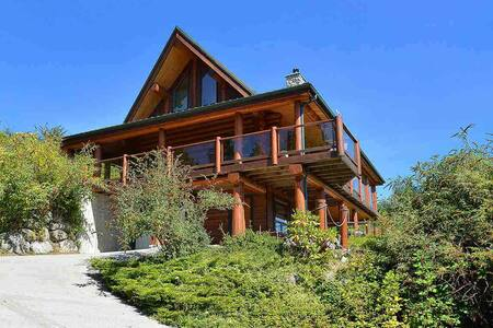 Pender Harbour Log Home w/ Ocean Views+Hot Tub