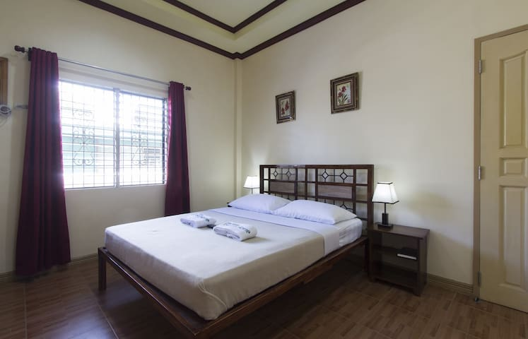Deluxe Room with 1 Queen Sized Bed - Tagbilaran