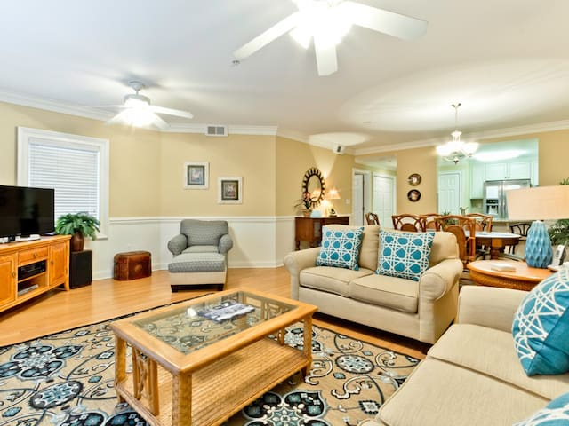 Luxury Condo with Large Patio with Community Pool and 30 Yards to the Main Beach - Brass Rail 108