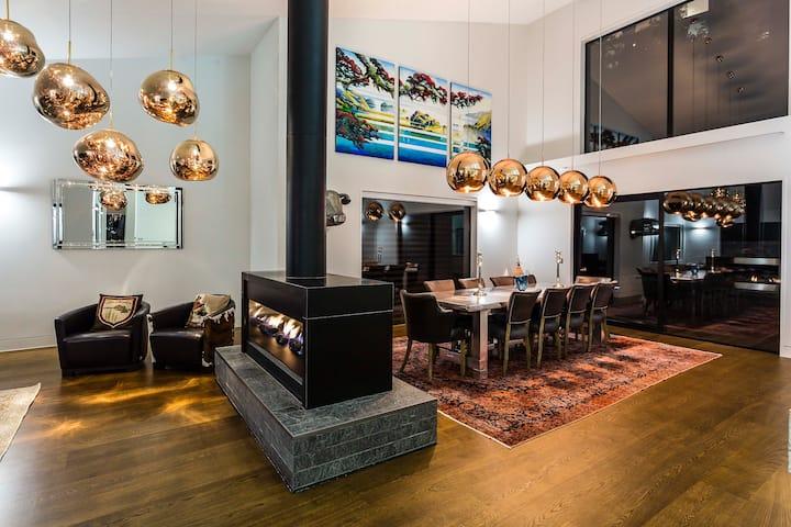 Lakehouse Joela - award winning luxury home