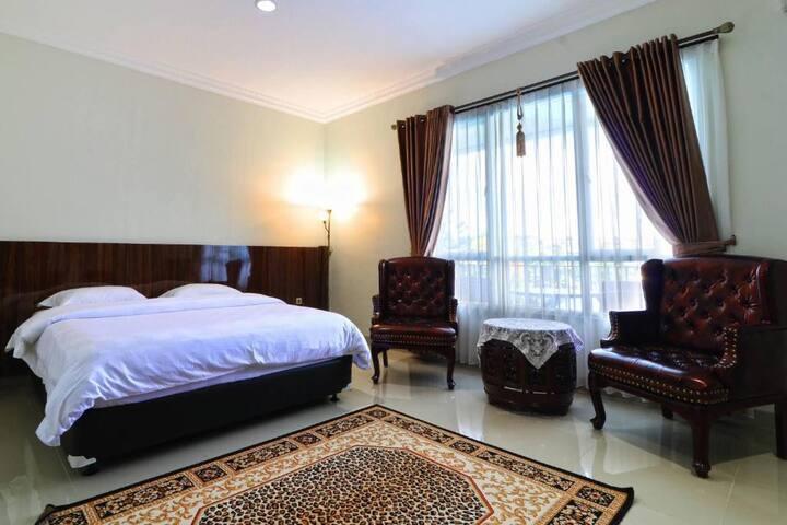 Modern Suite at Villa Aries Biru