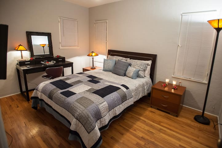 The Premium Room is  close to Universal Studios