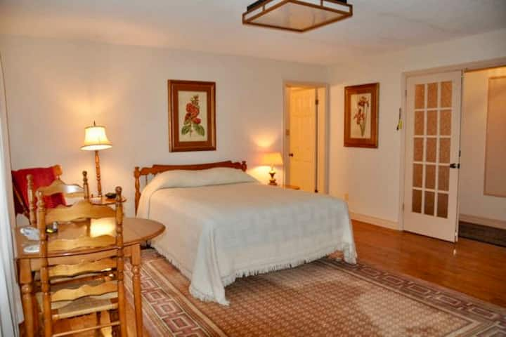 Tall Pines Bed & Breakfast - Room 2