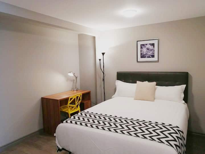 one bed room +den accommodate up to 6 guests