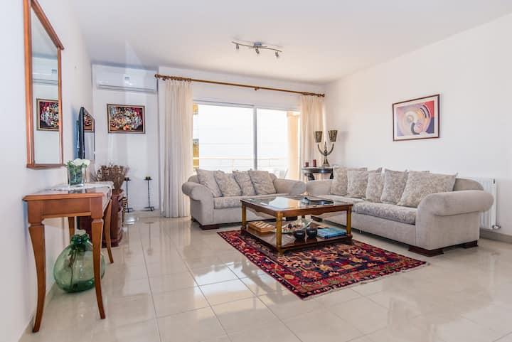 Koula's Apartment - Luxury Three Bedroom Apartment