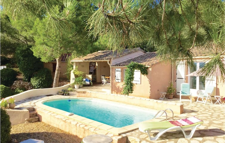 Holiday cottage with 2 bedrooms on 100m² in Pierrerue