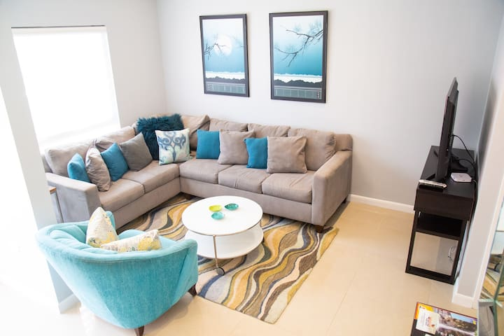 Modern 3 Bed  In Gated West Hills, Petit Valley #4