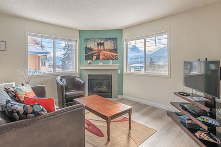 Newly Renovated 2BR/1.5 Bath, Scenic Mountain View