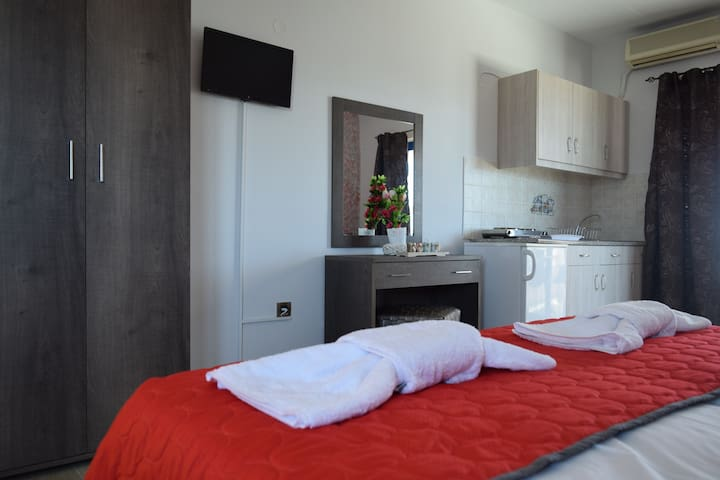 Jakc Rooms 20m to sea at Haraki , 10 min to Lindos - Charaki - Huoneisto