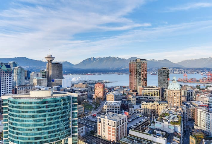 Amazing view! Luxury 2BR in Downtown + PARKING