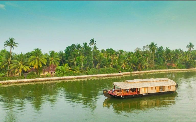 Genesis Houseboats Double Bedroom, Alappuzha