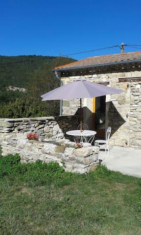 GITE-DROME PROVENCALE - ARNAYON A 900 m D'ALTITUDE - La Motte-Chalancon - 단독주택