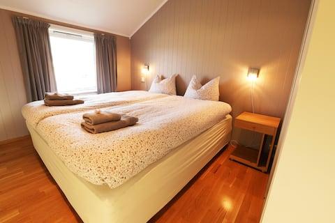 Polar Bear Lodge (double bedroom)