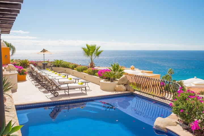 7 BR Home for 18 w/Ocean Views: Villa las Flores