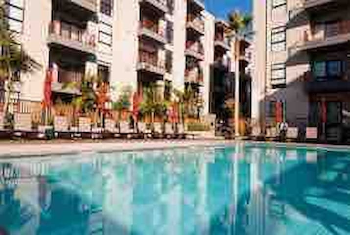 #1HOLLYWOOD STAR LUXURY CONDO+FREE PARKING