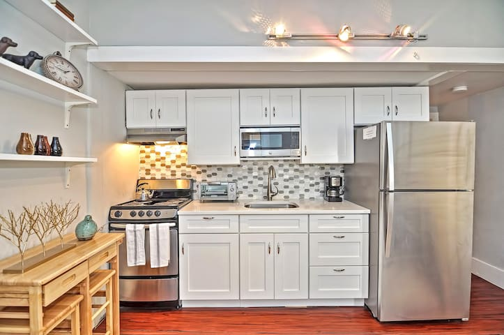 Kitchen comes withe everything you need for a comfortable stay