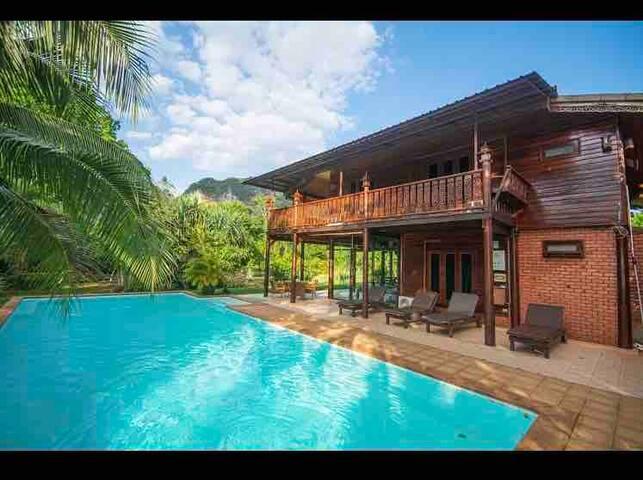 Beautiful traditional Thai pool villa  พูลวิลล่าไม้
