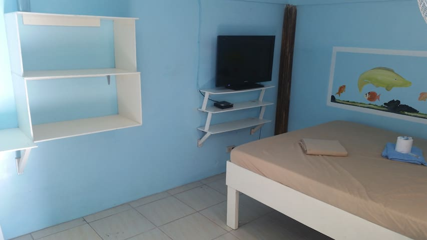 Groovy Blue hostel, Basic Queen Mattress Room - Puerto Galera - Hostel