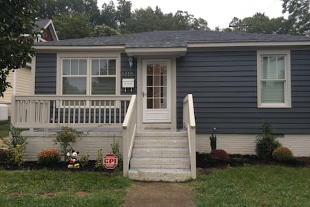 Cute Bungalow - Walk to light rail and breweries! - Charlotte