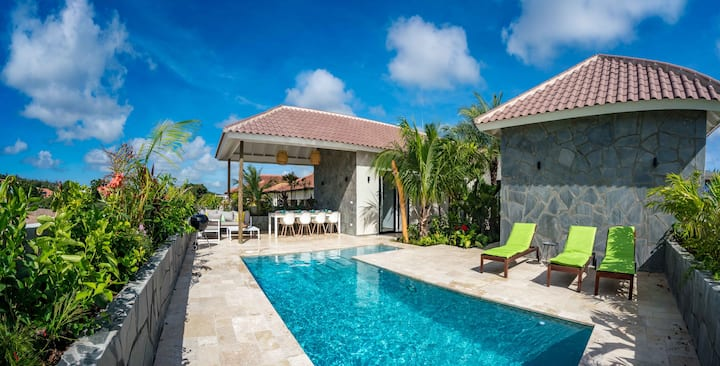 4-bedroom villa with tropical garden-private pool