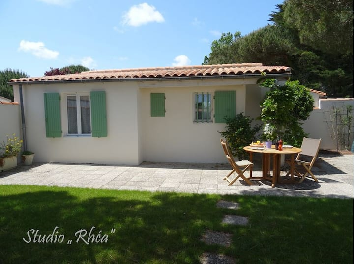 "Studio ""Rhea"" 300 meters from the beach"