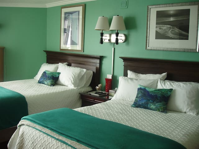 Immaculate accomodations, comfortable and with fun decor.