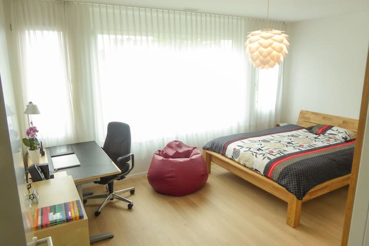 Bedroom for 3 in Basel City - Basel - Condominium