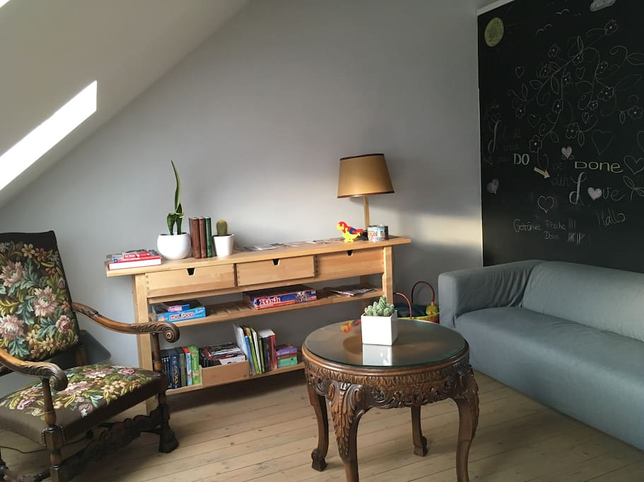 Living area, with a chalk wall, games and toys for the kids