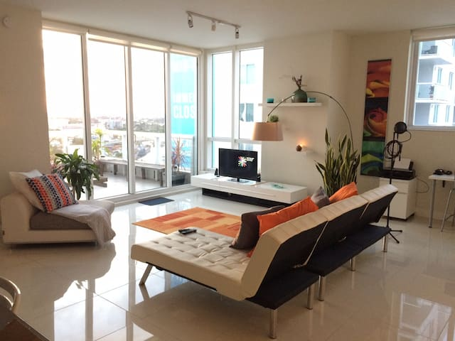 AWESOME PENTHOUSE OWN ROOM AND BATH - Miami - Apartment