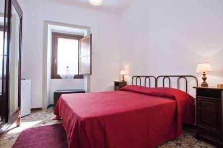 Camera Rossa - Erice - Apartament