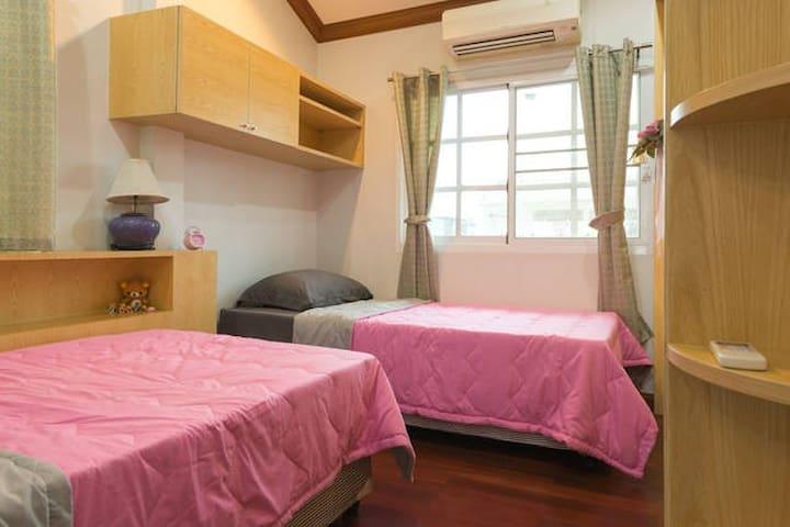 Twin Bedroom in Friendly House - Bangkok - Huis