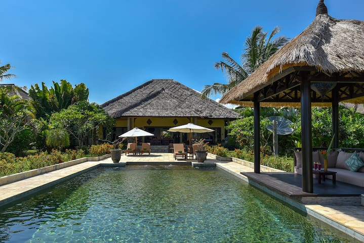 Beach House 'Cantik' in authentic North Bali