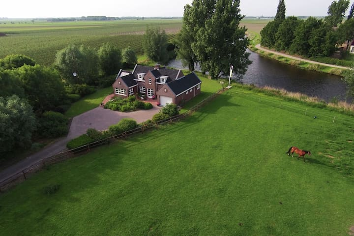 Vintage Holiday Home in Steenbergen with Stables