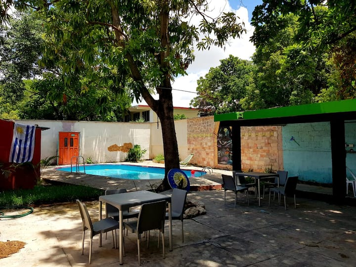 Piscina, WiFi, TV en sala,  hab Privada 2p