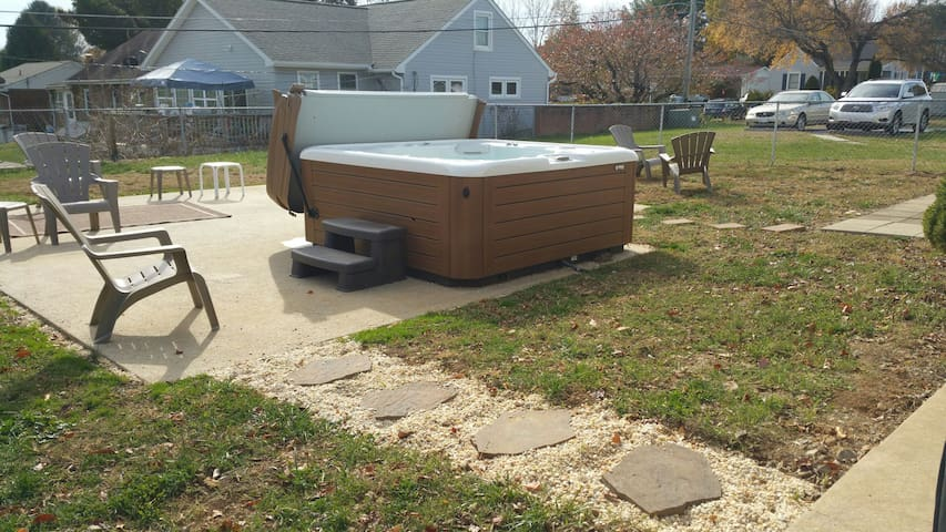 Private room with Hot Tub! - Hagerstown