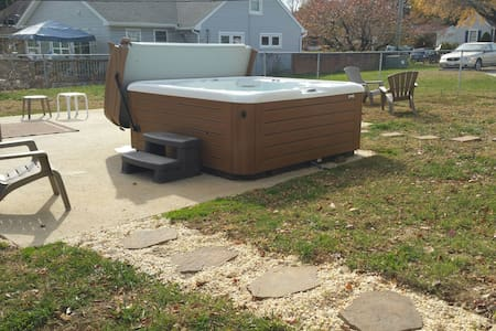 Private room with Hot Tub! - Hagerstown - Casa