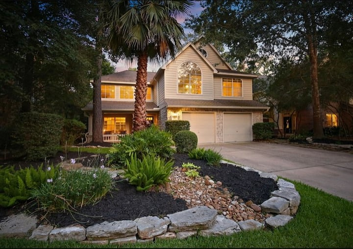 Charming Home in Alden Bridge, The Woodlands
