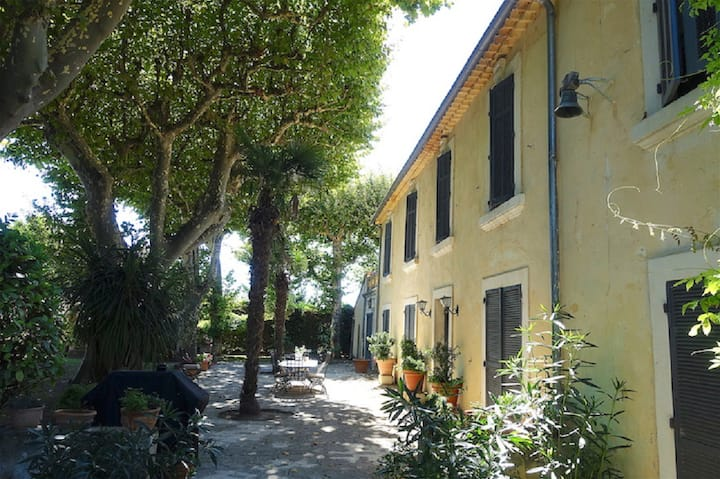 450m2 an Authentic Provencal farmhouse in Cabbanes