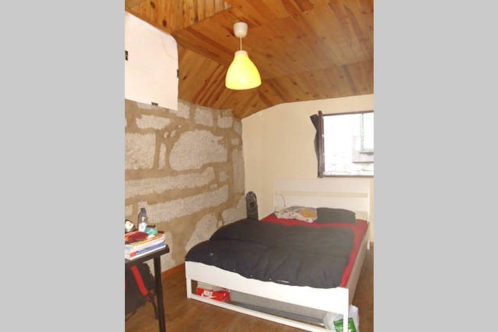 Double white bedroom appartamenti in affitto a porto for Piani casa carina