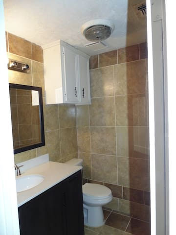 2ND FULL BATHROOM ALL TILED (SHARED)