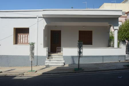 Teacher's House: Your Home in Kyparissia!