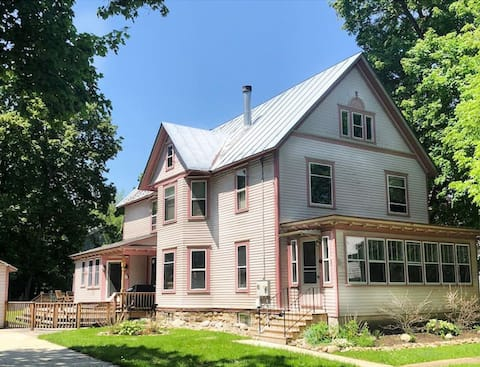 Large Victorian Home- Walk To The Village-HOT TUB