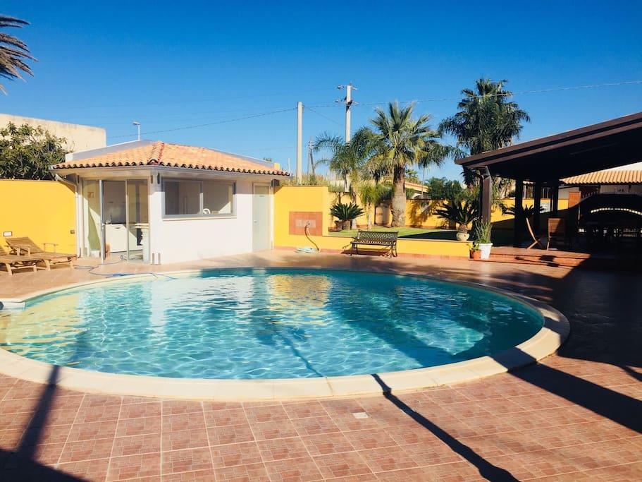 Villa al mare con piscina e prato inglese ville in - Ville in affitto al mare con piscina ...
