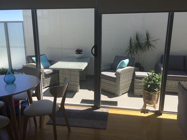 Bright, comfortable  friendly host - Mordialloc - Flat