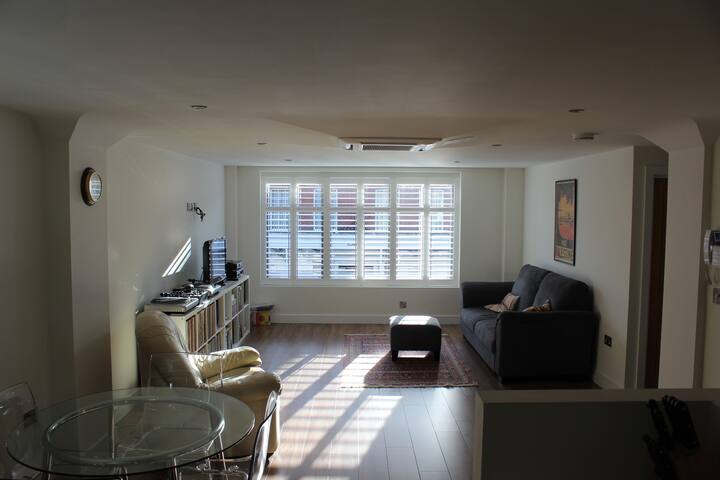 Modern sunny flat on High Street - Lymington